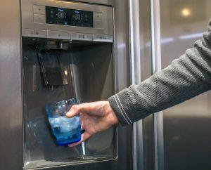 El agua de tu nevera es segura para tomar