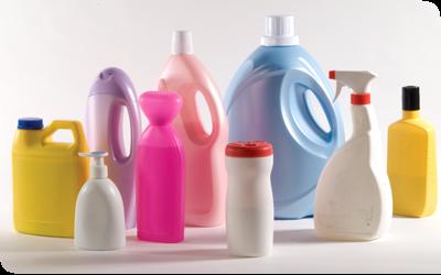 tipos de plásticos 2 - envases de detergentes sin marca en varios colores hechos de HDPE Polietileno de alta densidad