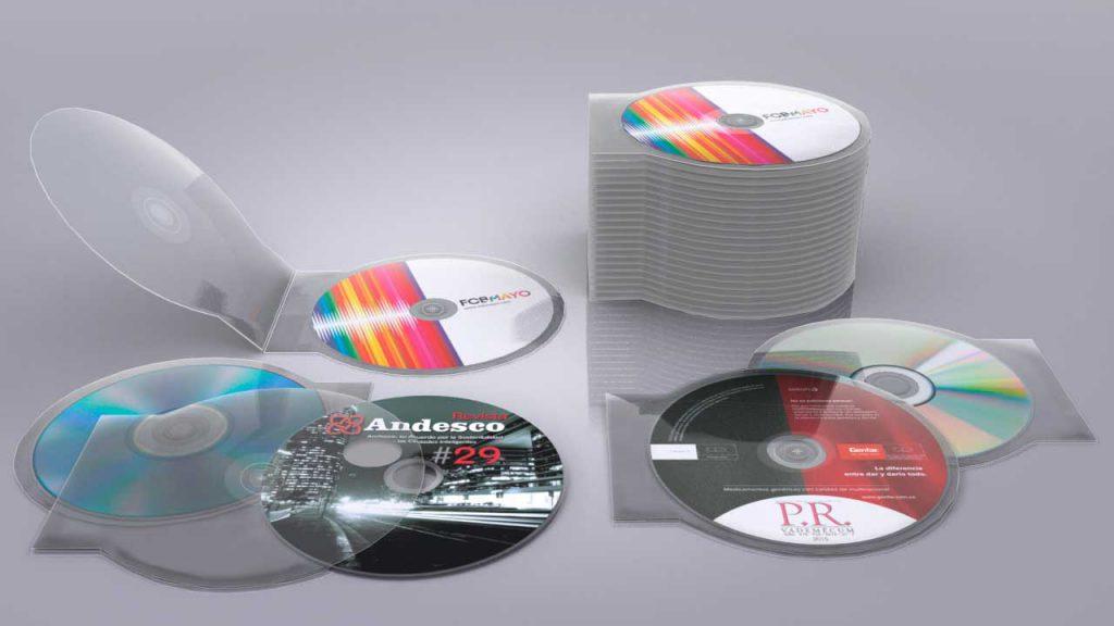 tipos de plásticos 7 - CDs en variedad de colores hechos de materiales compuestos