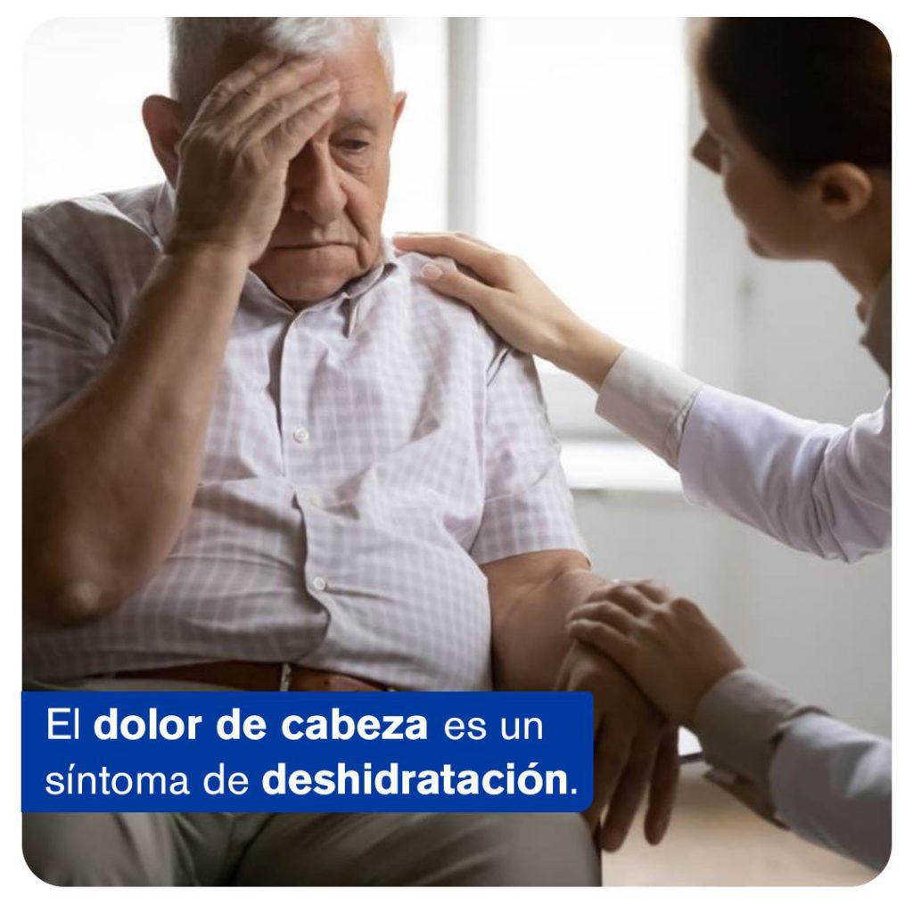 Mala hidratación en los adultos mayores, dolor de cabeza